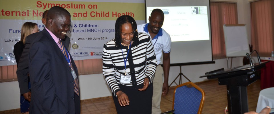 Assoc. Prof.Pamela Mbabazi, MUST logging on the MNCHI website at the MNCHI launch.Standing by is Assoc. Prof. Samuel Maling, Dean Faculty of Medicine, MUST.